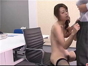 Maki Hojo impressive scenes of blinding porn at the office