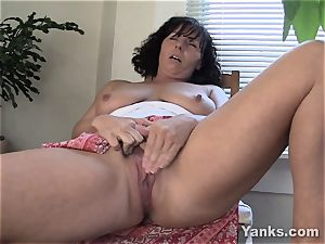 ultra-kinky cougar Lynn stroking