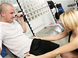 Kagney Linn Karter mind-blowing gym penetrating