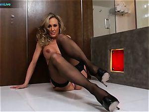 handsome cougar Brandi enjoy getting laid with Manuel Ferrera