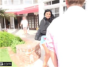 Jasmine Jae brings her guy plaything along for a point of view smashing