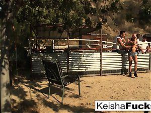 supah gorgeous Keisha gets prepped for her gangbang