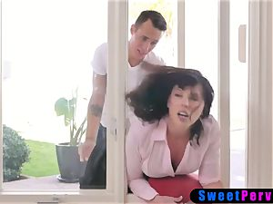 Stepmom stucks in the window and 2 stepsons smash her