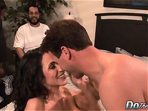 cheating wifey Ariella Ferrara pummel boy