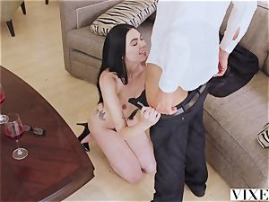 VIXEN steamy youthful Curator pummels Art Collector