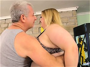 bbw Nikky kinkier satisfied by a massagist