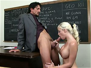Classroom hottie Britney Amber gets a lesson in providing head