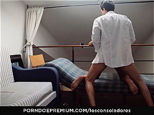 LOS CONSOLADORES - Alexa Tomas enjoys group lovemaking