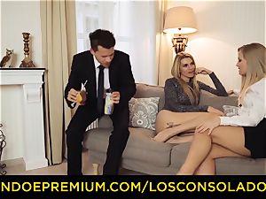 LOS CONSOLADORES - elastic bum chick drills boyfriend and girlfriend