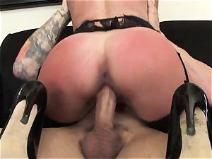 Office hottie Dava Foxx Blows Her chief to Keep Her Job