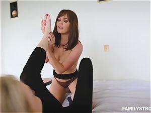 Krissy Lynn tribbing Zoe Parker