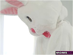 mummy And daughter Hunt For Easter Bunny dick! S7:E9