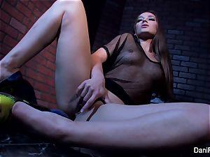 petite sweetie Dani Daniels frigs her taut vulva