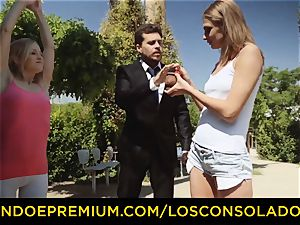 LOS CONSOLADORES - super-hot blondes share stiff jizz-shotgun in trio