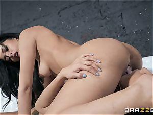 Sophia Leone slurping out her mate