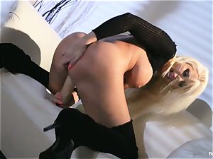 Britney Amber fucktoys in her cunny
